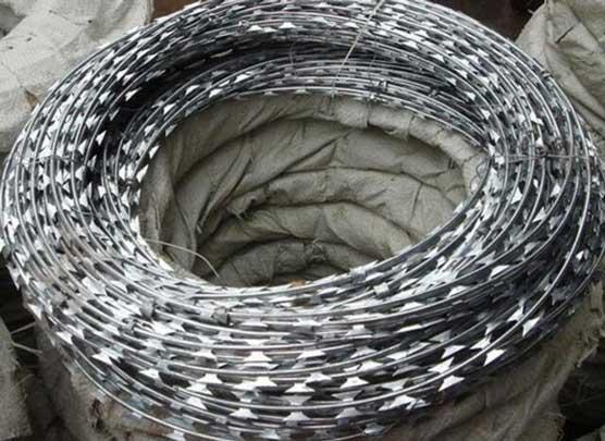 高速冲床为刀片刺绳、带刺铁丝网厂家带来高效生产
