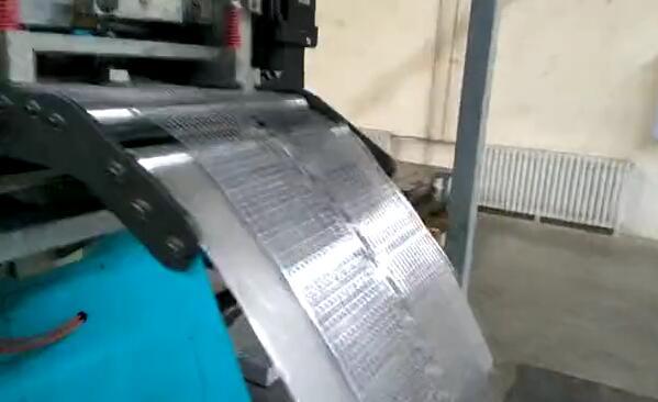 产品:高速冲床生产汽车起动电池极板冷轧板栅